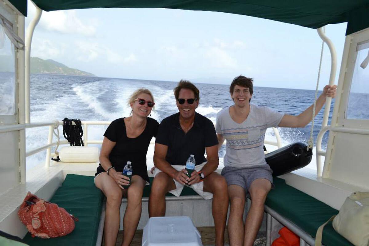Dolphin Water Taxi - Sponge Bob - Happy Passengers