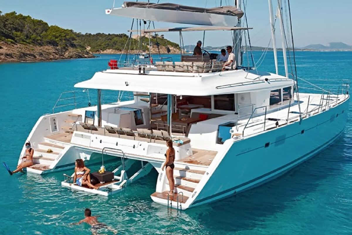 BVI Yacht Charters - Crewed Catamarans