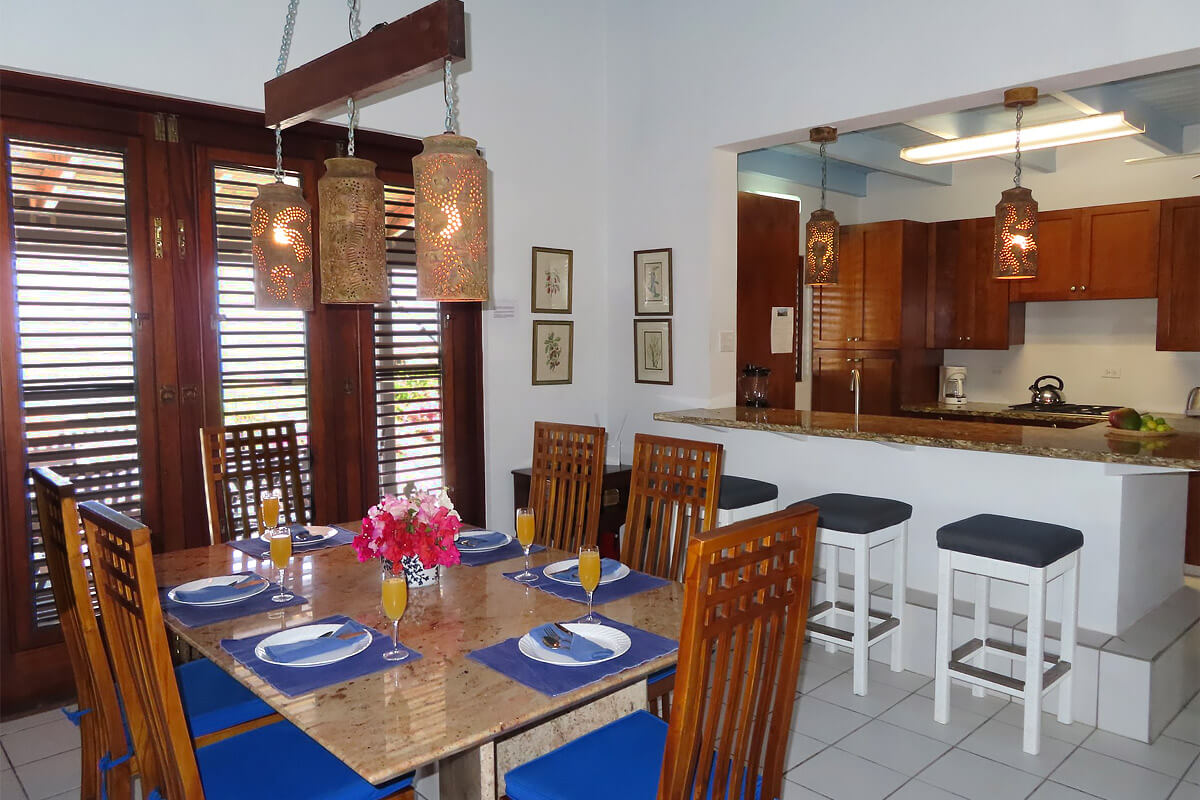 Mondelo Villa Kitchen and Dining Area
